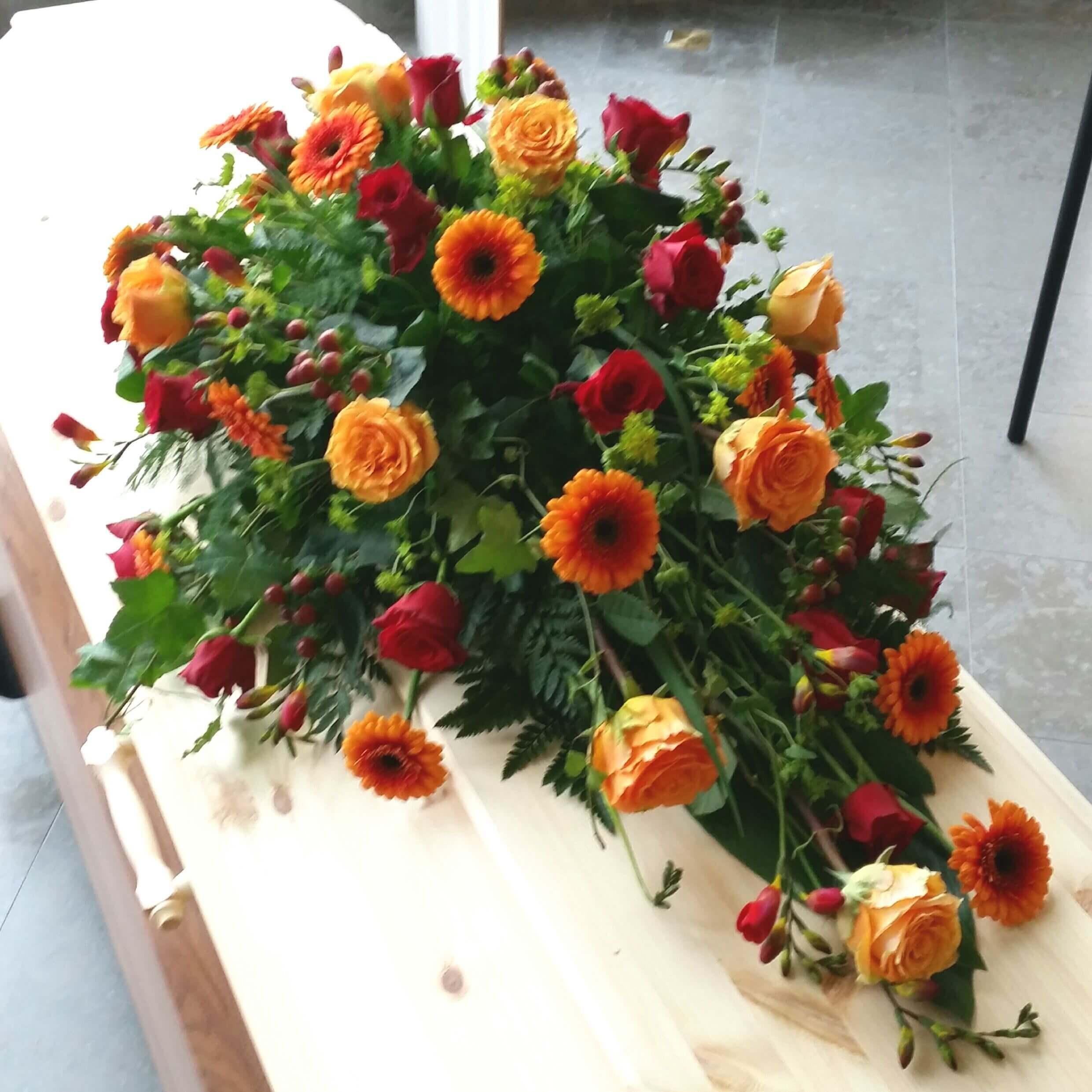 höstprakt Kistdekoration begravningsblommor