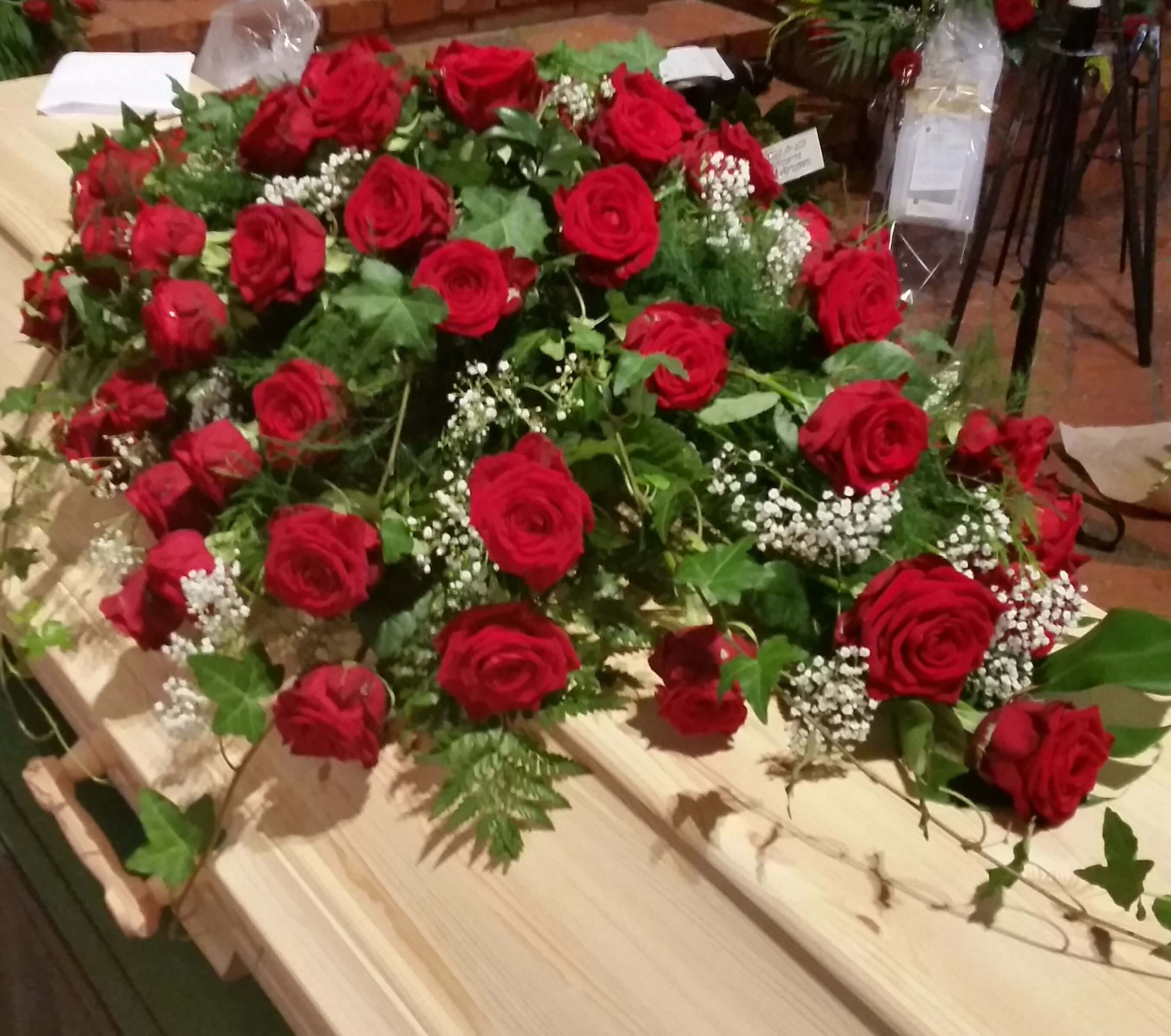 Klassiska Rosor Kistdekoration rosor begravningsblommor