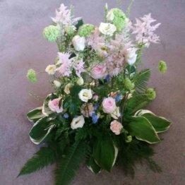 Begravningsbukett i pastellfärger