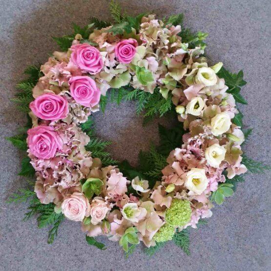 rosablommande begravningskrans