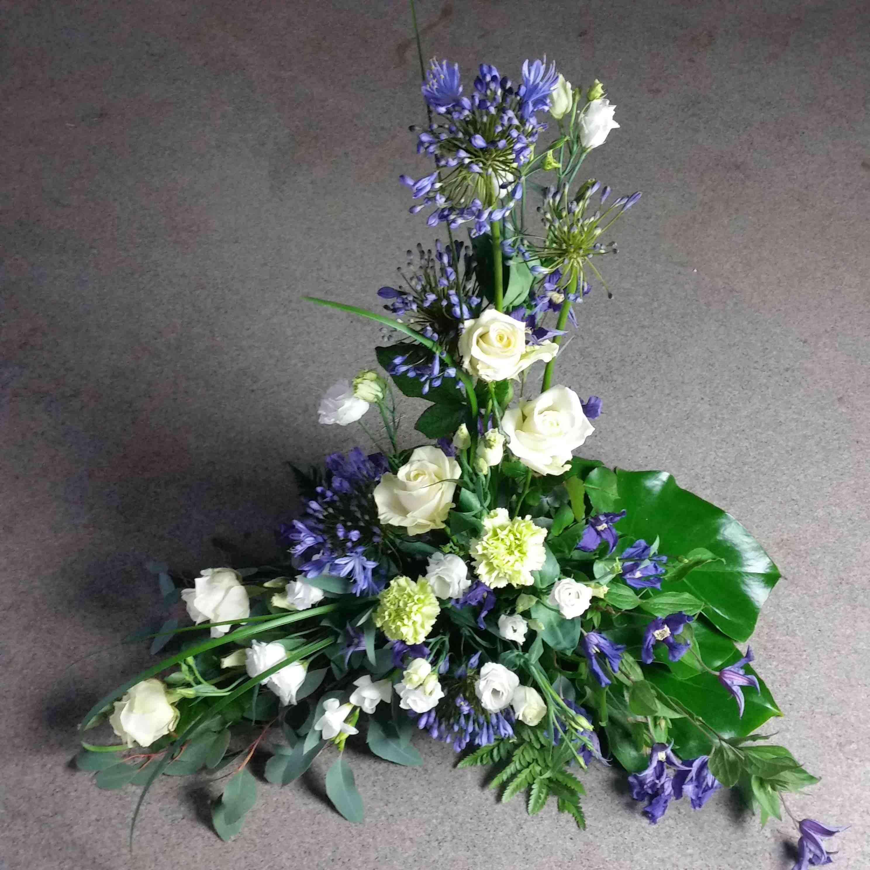 pris begravningsblommor exempel hög begravningsdekoration
