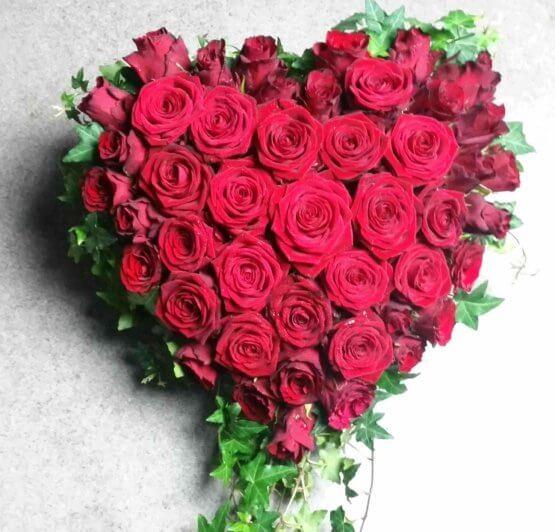 hjärta av rosor till begravning