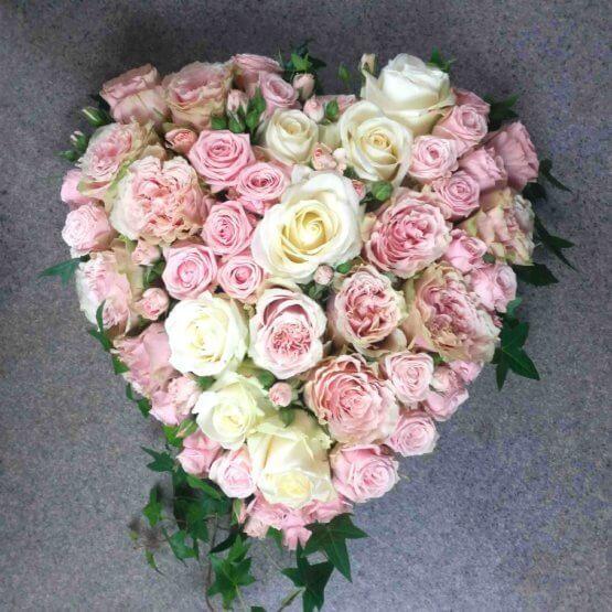 ROSENSKRI hjärta till begravning