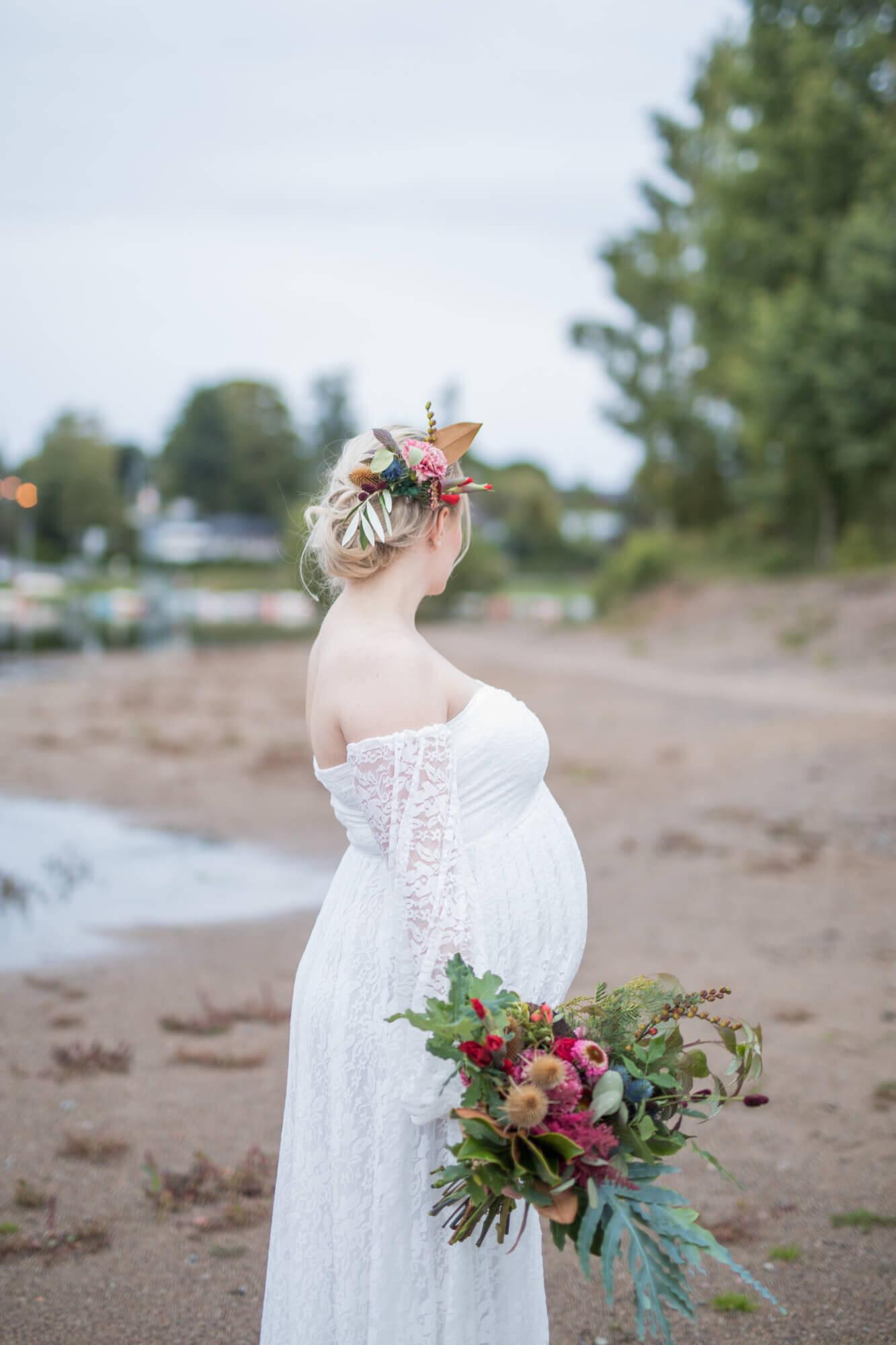 höstbröllop med färgstark brudbukett