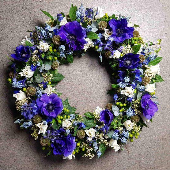 blå sorgkrans till begravning