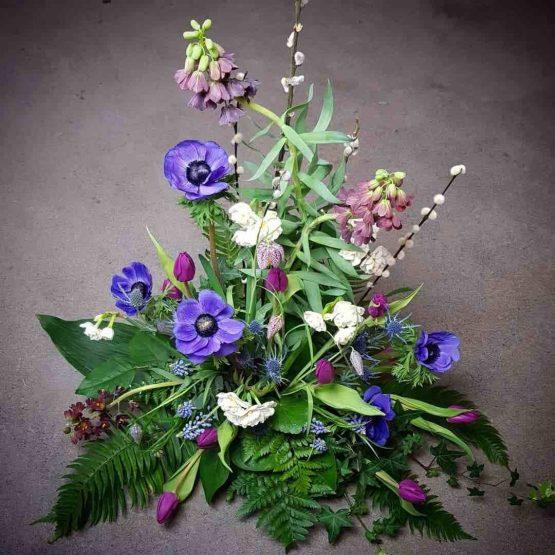 vårlökar begravningsbukett
