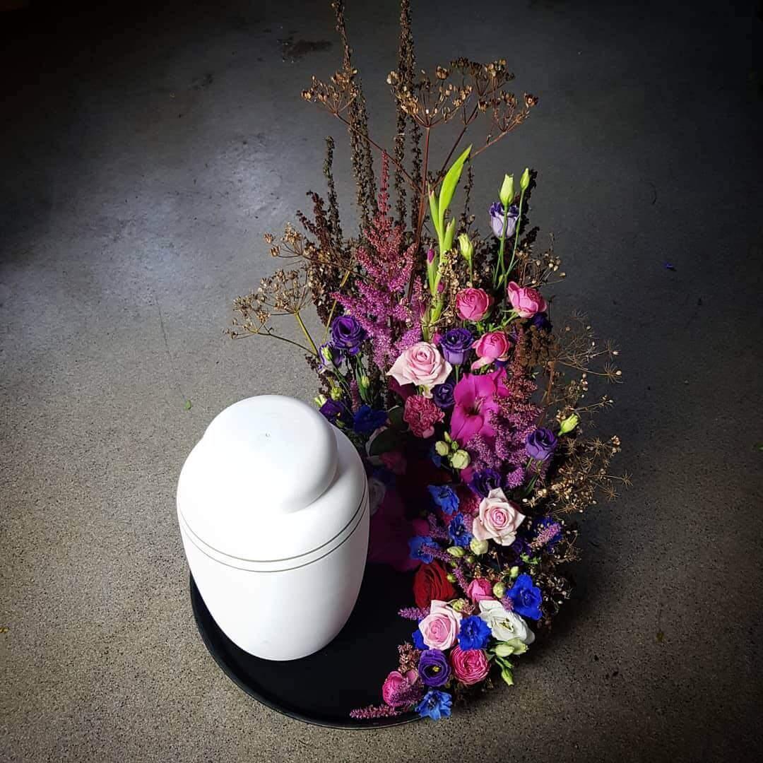 Blomstrande urnkrans