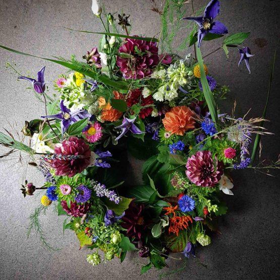 trädgårdskrans personliga begravningsblommor