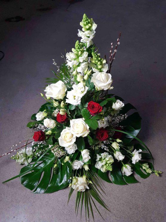 röd och vit begravningsbukett