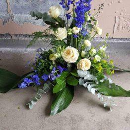 begravningsbukett med riddarsporre
