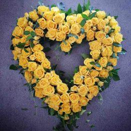 hjärta med gula rosor