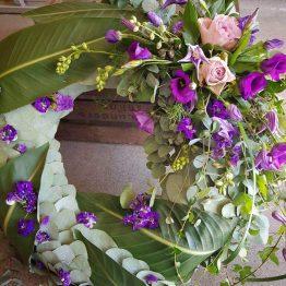 lila krans till begravning