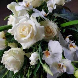 vit begravningsbukett