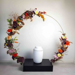 blomsterring till urna