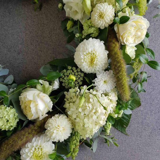 vit begravningskrans