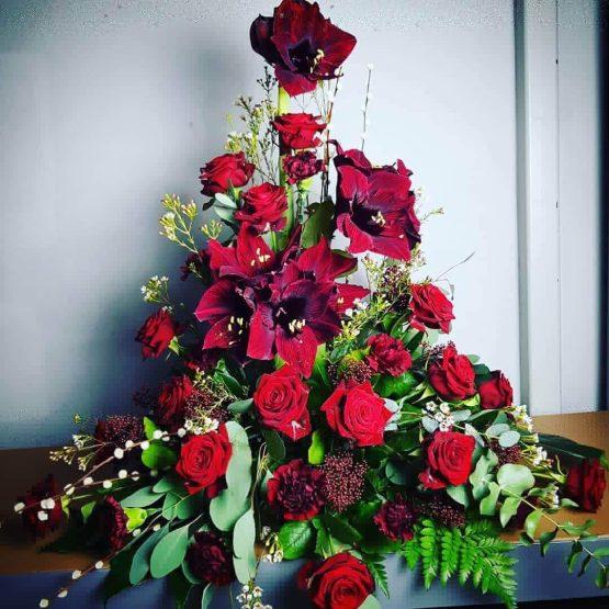 röd begravningsbukett