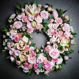 rosa begravningskrans