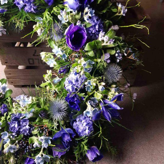 Blå begravningkrans