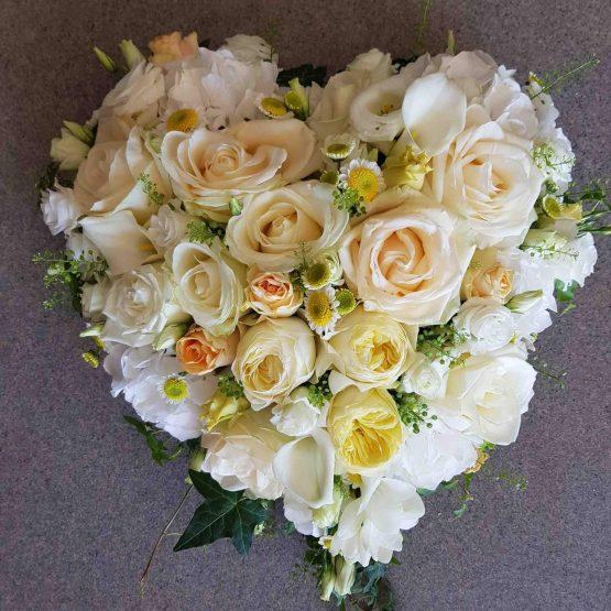 Hjärta till begravning i ljusgult
