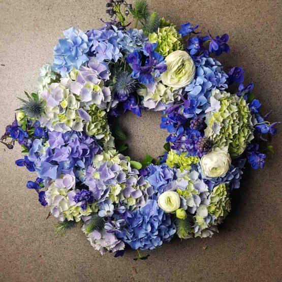 delft begravningskrans i blått