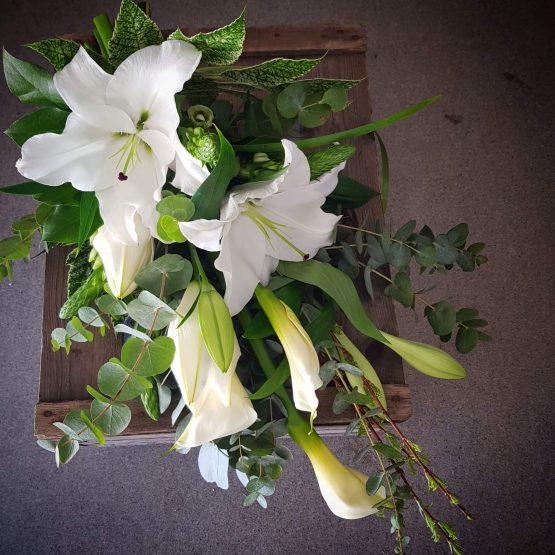 begravningsbukett i vitt