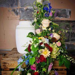 Stor urndekoration till begravning