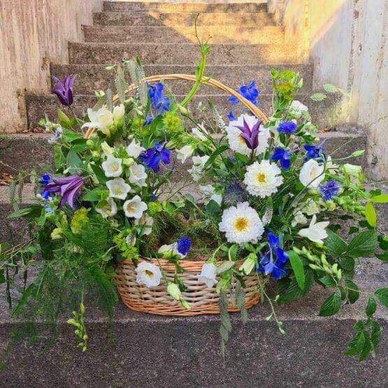 Blomsterkorg till begravning