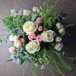 begravningsbukett i rosa