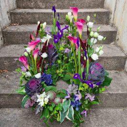 urnkrans i lila