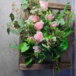 rosa rosor sorgbukett