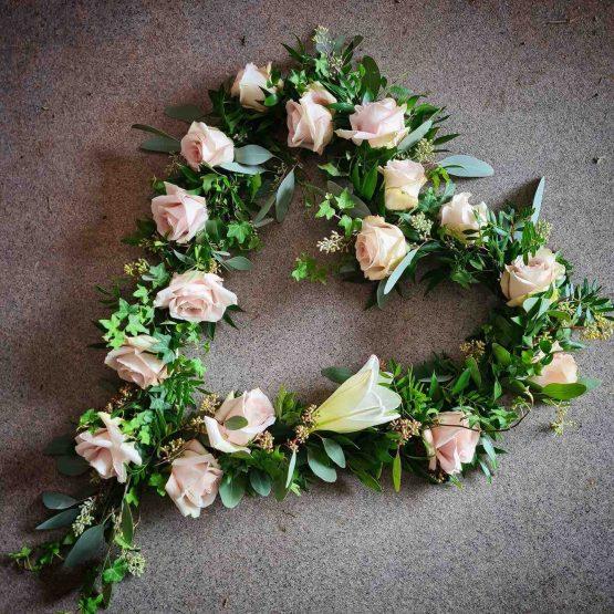 hjärta med rosa rosor