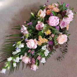 begravningsdekoration med pioner
